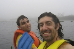 20-11-2006-robsom-e-alexandre-depois-de-muita-chuva