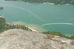 A praia do Cruzeiro vista do alto do pico.