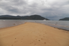 Praia em Paraty-Mirim.