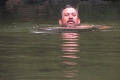 Almir mergulhando.