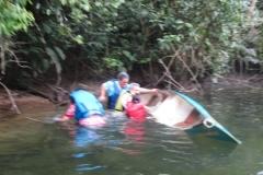 Subindo o rio Jaguareguava. Distração, perda de direção e o banho imprevisto.