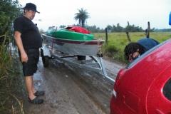 Na estrada, próximo ao rio: muita lama!