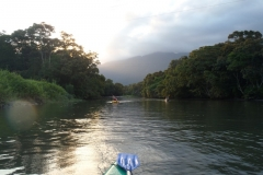 Descendo o rio Jaguareguava, caminho de volta.